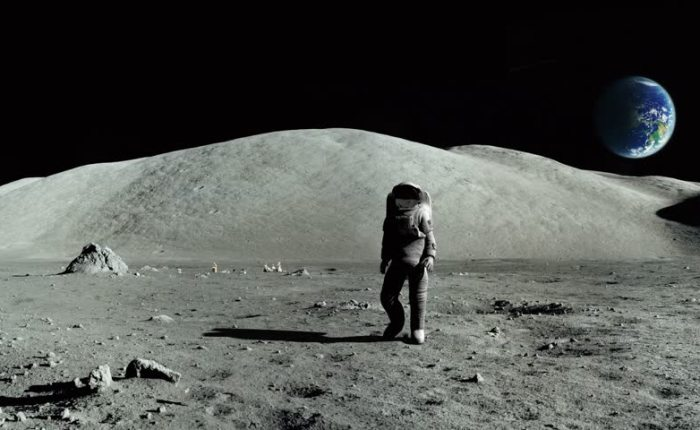 From the Earth to the Moon: on the way back from theMoon